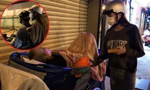 Hồ Ngọc Hà bịt mặt, đi xe máy tặng quà cho người vô gia cư đến 2h sáng