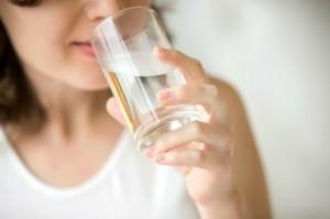 5 thời điểm không nên uống nước