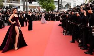 Lý Nhã Kỳ mặc xẻ bạo trên thảm đỏ Cannes